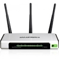 ROUTER TP-LINK TL-WR941ND 300M 802.11 n/g/b ACCESS POINT SWITCH 4P 10/100Mᄌ 3 ANTENNE STACCABILI (necessita modem)